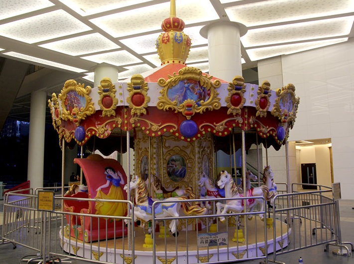 12 seats luxury carousel